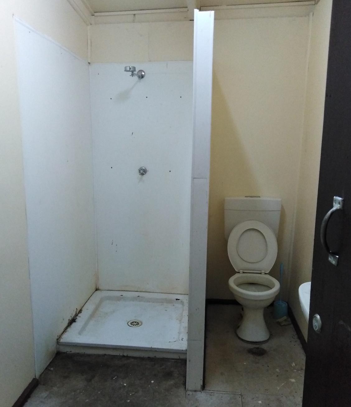 一般的なパプアのシャワー・トイレ