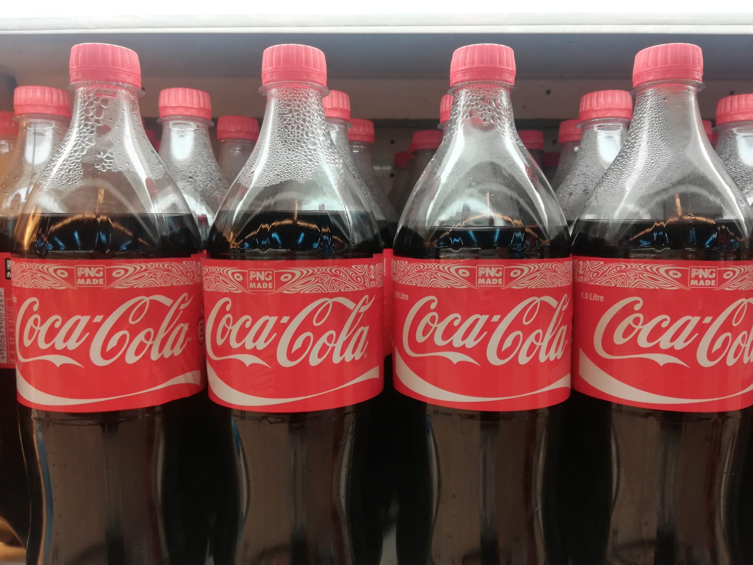 水かさの違うコカコーラ